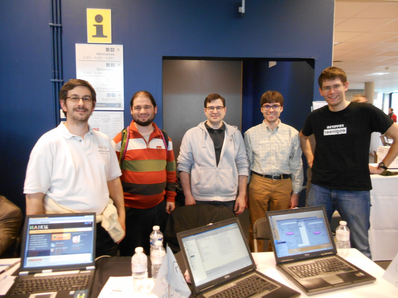 Haiku & ReactOS booth with the full teams