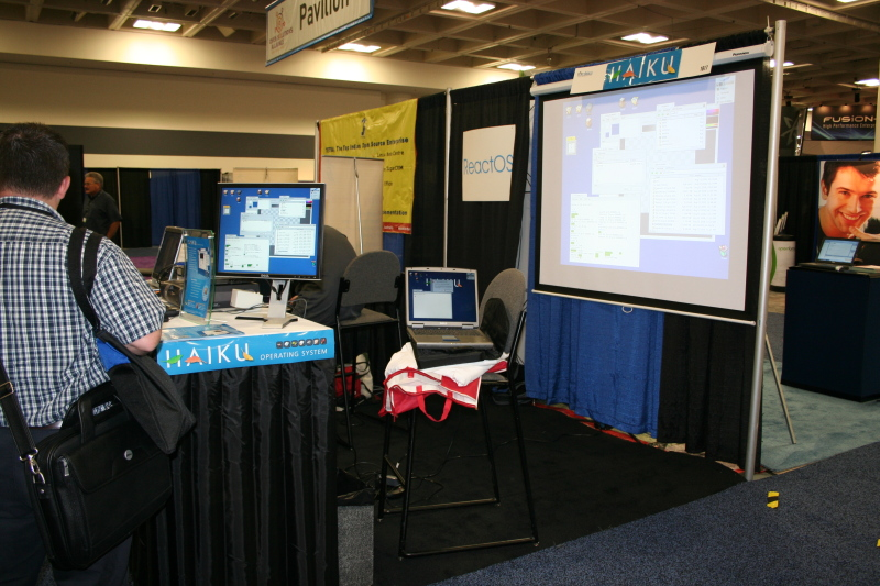Haiku Booth at Linux World 2008